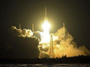 Çin 'Uzun Yürüyüş -5' roketini fırlattı