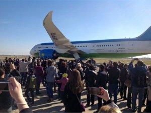 Özbekistan Havayolları bir Dreamliner'ı daha filosuna kattı