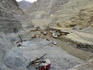 Türkiye'nin en yüksek kemer barajında çalışmalar hızla ilerliyor