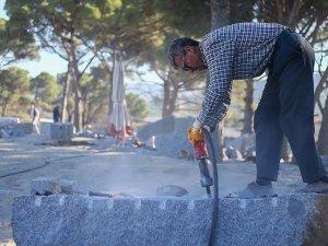 'Bergama taşı' Avrupa meydanlarını süslüyor