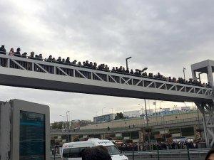 Merter metrobüs durağında yoğunluk