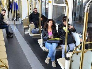 İzmir'in yeni metro trenleri hizmete girdi