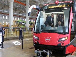 Faruk Özlü yerli tramvay İpekböceğ'ni test etti
