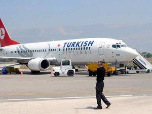 Mısır'da THY uçağına bagaj yükleme aracı çarptı
