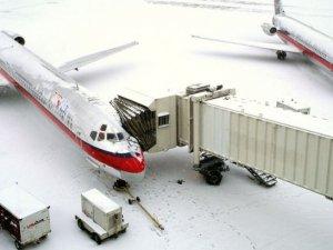 ABD'de kar yağışı bin 400 uçuşu iptal ettirdi