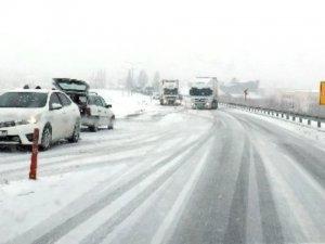 Kar, birçok şehirde ulaşımı engelliyor
