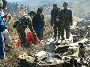 Askeri nakliye uçağı düştü: 13 ölü