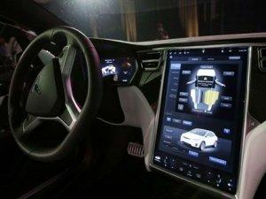 Tesla'nın yeni sürüm Autopilot'u çok yakında geliyor!