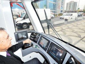 İzmir Karşıyaka tramvayında test sürüşleri başladı