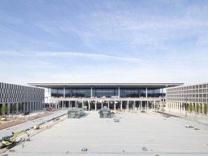 Almanya'nın yeni havalimanının açılışı yine ertelendi