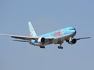 Motorundan yağ sızan uçak Amsterdam'a indi