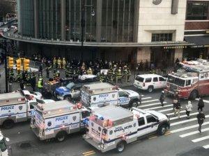 New York'ta yolcu treni raydan çıktı: 103 Yaralı