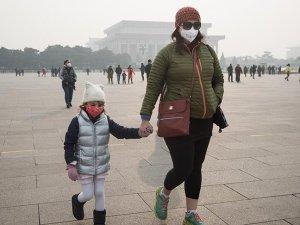 Çin'de hava kirliliği nedeniyle uçak ve otobüs seferleri iptal edildi