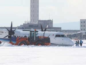 Japonya'da yolcu uçağı pistten çıktı