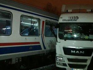 Kütahya'da yolcu treni tıra çarptı: 1 ölü, 15 yaralı