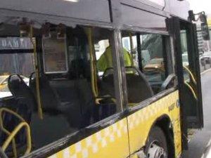Metrobüs ile yol yardım aracı çarpıştı
