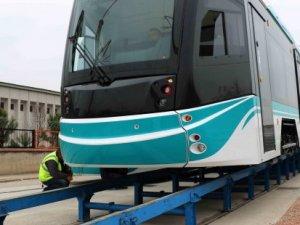 Akçaray'ın üçüncü tramvay aracı raylara indi
