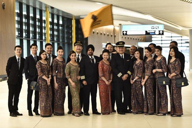 1575276971_singapur_havayollari_a350_kabin_ekibi_-(1).jpg