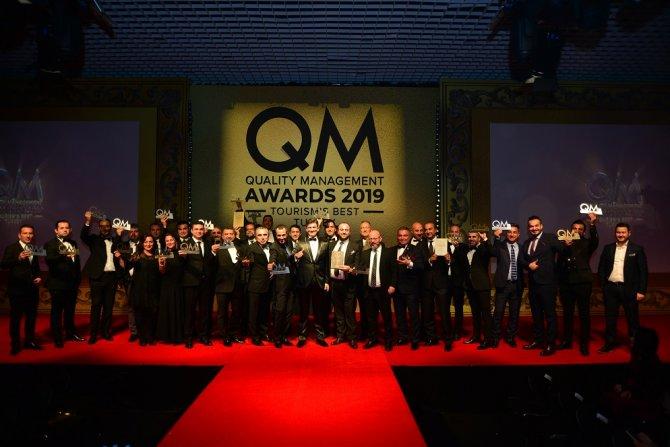 1577102694_qm_awards_odul_gecesi_toplu_fotograf.jpg