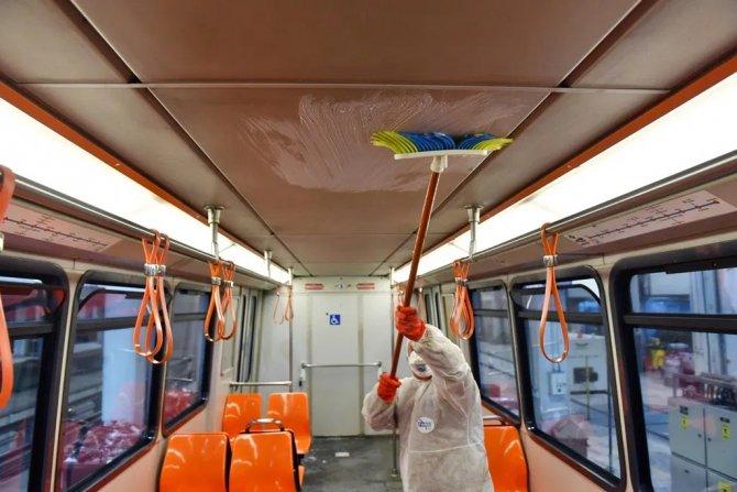 ankaray-yolculari-ev-temizliginde-seyahat-yapiyor-7.jpg