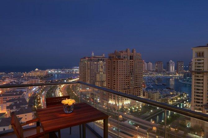 balcony-night-views_113849297.jpg