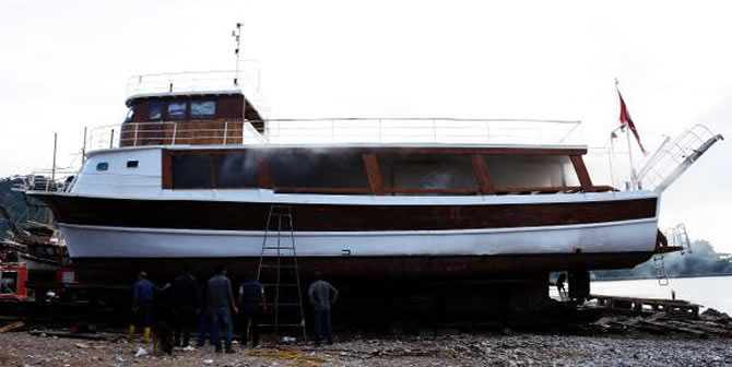 bodrumda-tekne-yangini-002.jpg