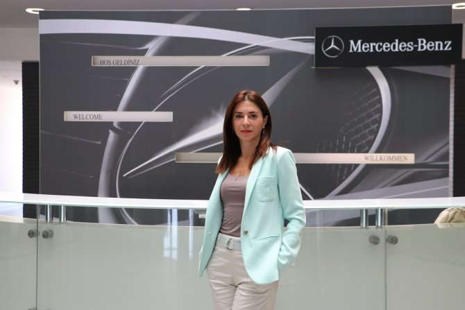 mercedes-benz-turk-otomobil-ve-hafif-ticari-araclar-it-grup-yoneticisi-dr.-demet-karaali.jpg